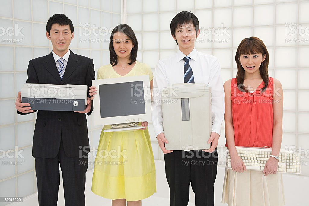 Colegas com equipamento de escritório foto de stock royalty-free