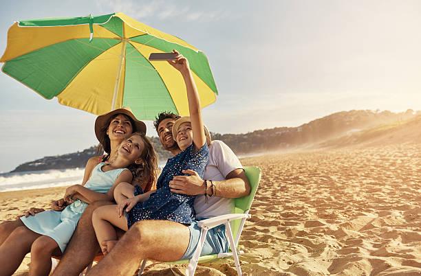 sammeln sie unvergessliche erinnerungen nicht dinge - outdoor sonnenschutz stock-fotos und bilder