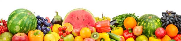 Frisches Obst und Gemüse auf weißem Hintergrund isoliert. – Foto