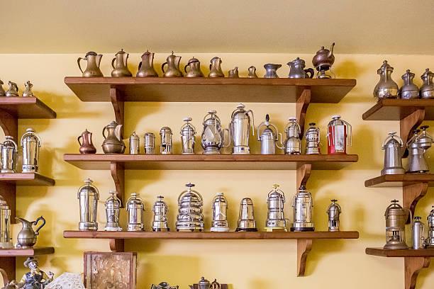 collezione di macchine per caffé - argento metallo caffettiera foto e immagini stock
