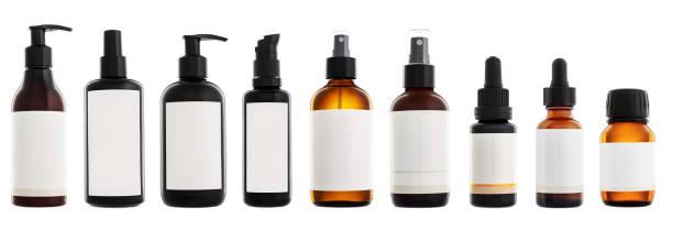 Sammlung von auf weißem Hintergrund isolierten Kosmetikflaschen – Foto