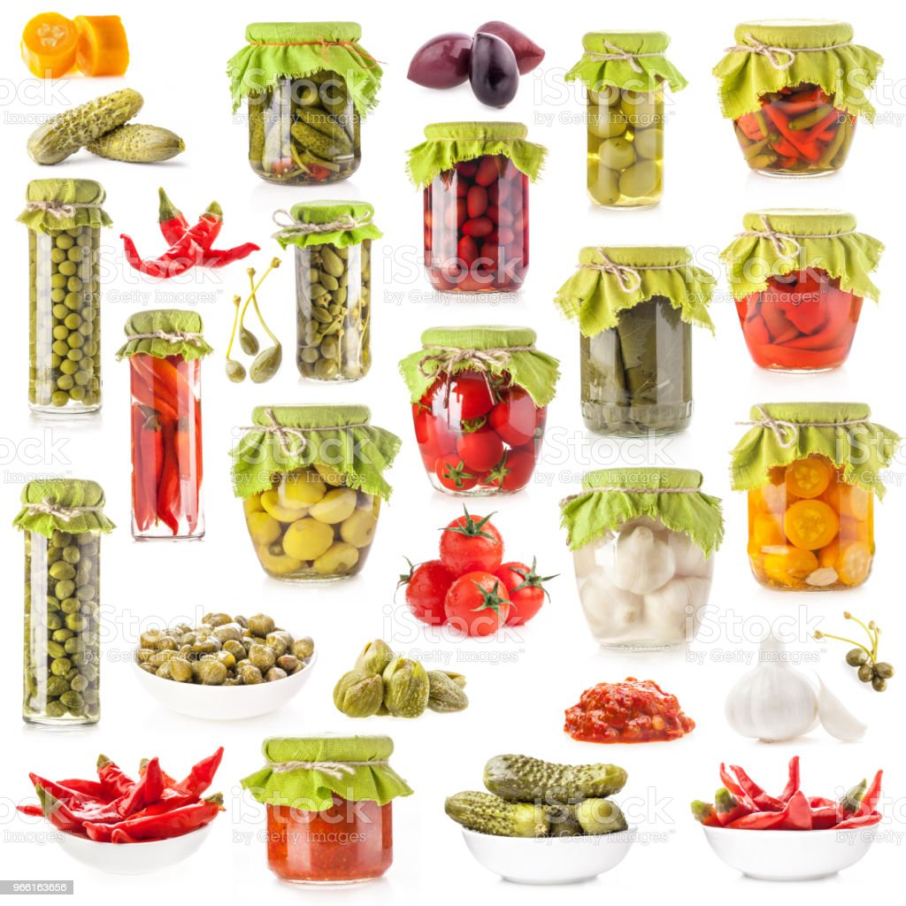 Insamling av glasburkar konserverade grönsaker isolerad på vit bakgrund - Royaltyfri Behållare Bildbanksbilder