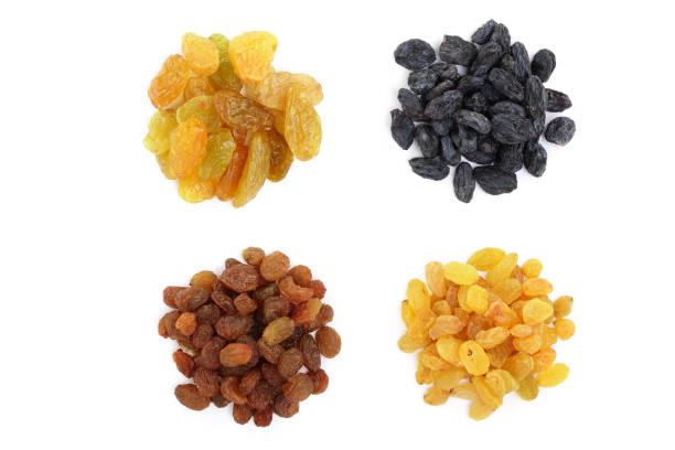 Collection de raisins secs isolé sur fond blanc. Vue de dessus. Poser de plat - Photo