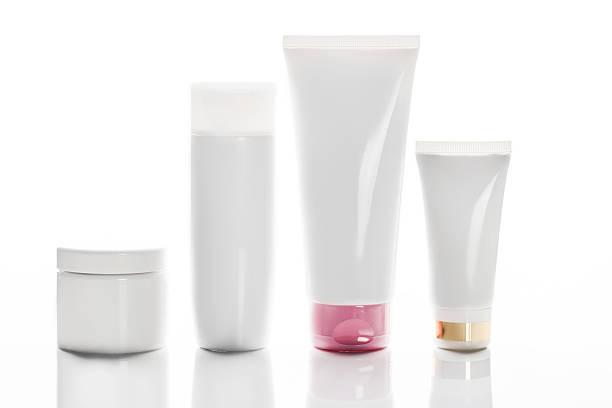 Colección de diferentes recipientes de belleza, higiene backgro en blanco - foto de stock
