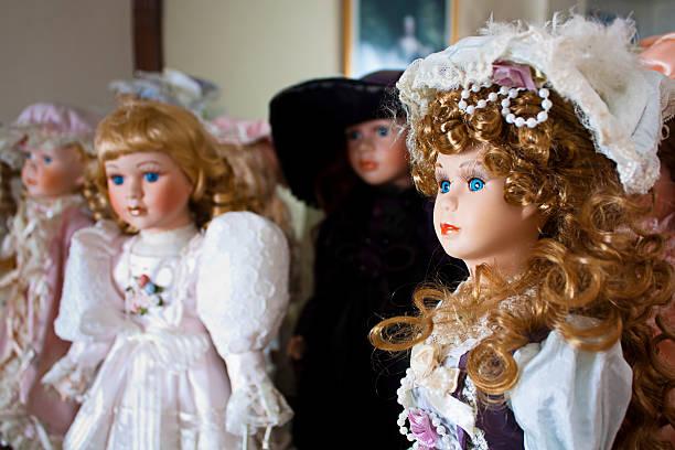 colección de porcelana muñecas - muñeca bisque fotografías e imágenes de stock