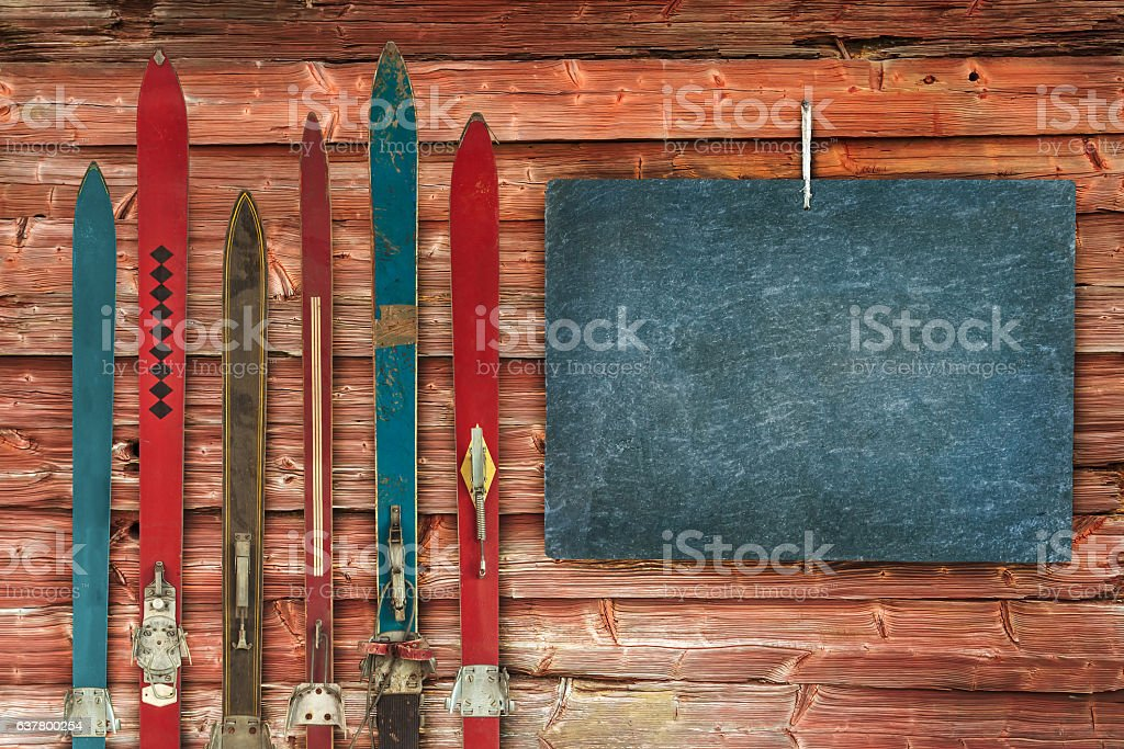 Collection of vintage wooden weathered ski's – Foto