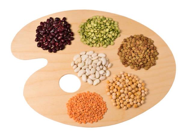 Sammlung Satz von verschiedenen getrockneten Nieren Hülsenfrüchte Bohnen, Sojabohnen, Linsen, Kichererbsen aus nächster Nähe auf Holz Kunst palette. – Foto