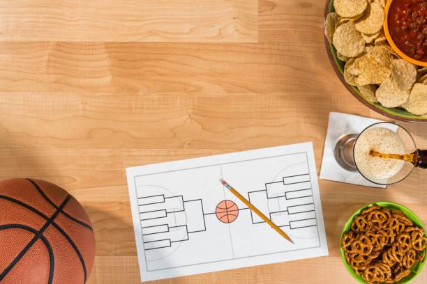 college basketbal toernooi partij met lege 16 team beugel - sportkampioenschap stockfoto's en -beelden