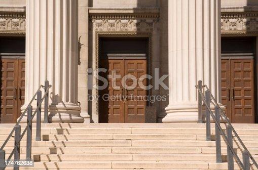 istock College Entrance Hz 174762638