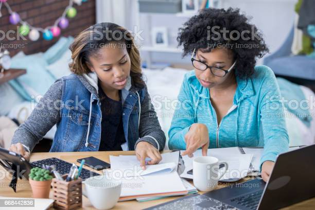 College friends study together picture id668442836?b=1&k=6&m=668442836&s=612x612&h=k2ez0c0z8thra7bowpgkxpo1aaruxhczem wjazko2s=