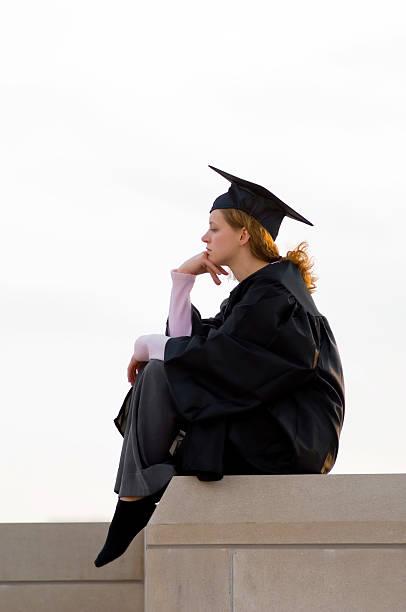college-absolventen, der denker - skulpturprojekte stock-fotos und bilder