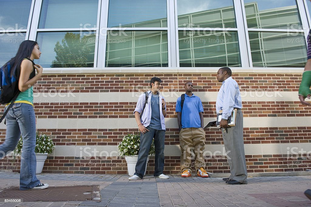 College Teacher and Students on Campus foto stock royalty-free