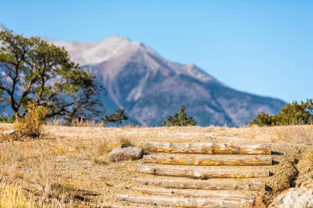 collegiate zirveleri ünlü yer kayalık dağ manzarası ve buena vista, colorado devlet parkı bakış açısını gözden çıkarmak için adımlar - independence day stok fotoğraflar ve resimler