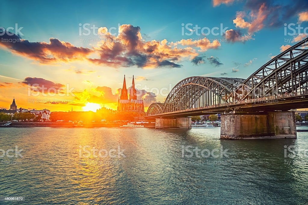 Köln bei Sonnenuntergang – Foto