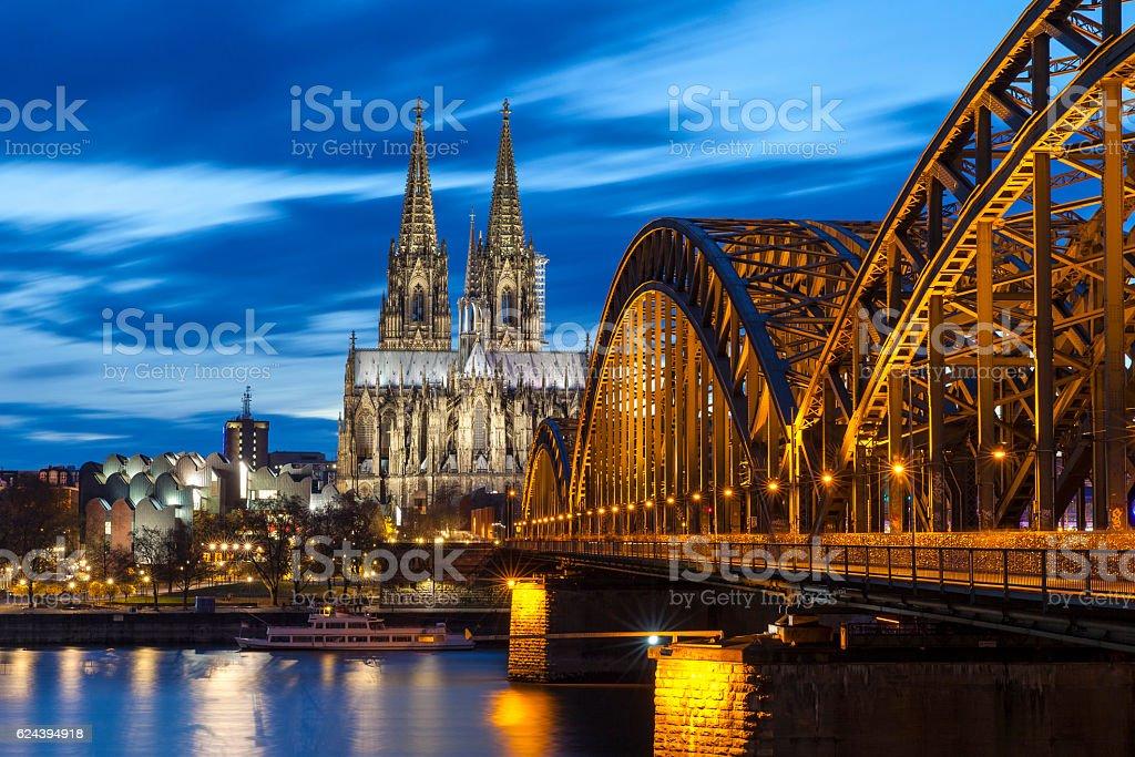 Katedra w Kolonii przez noc, Niemcy - Zbiór zdjęć royalty-free (Architektura)
