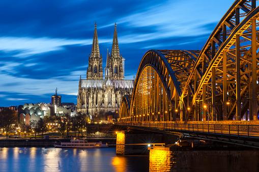 Katedra W Kolonii Przez Noc Niemcy - zdjęcia stockowe i więcej obrazów Architektura