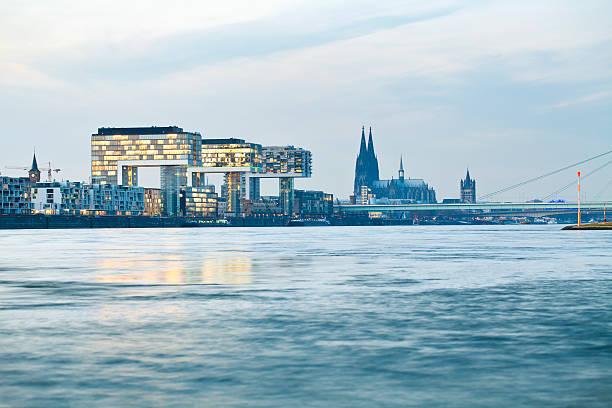 Kölner Dom in der Nacht – Foto