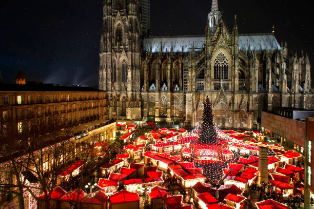 kölner dom weihnachtsmarkt - christkindlmarkt stock-fotos und bilder