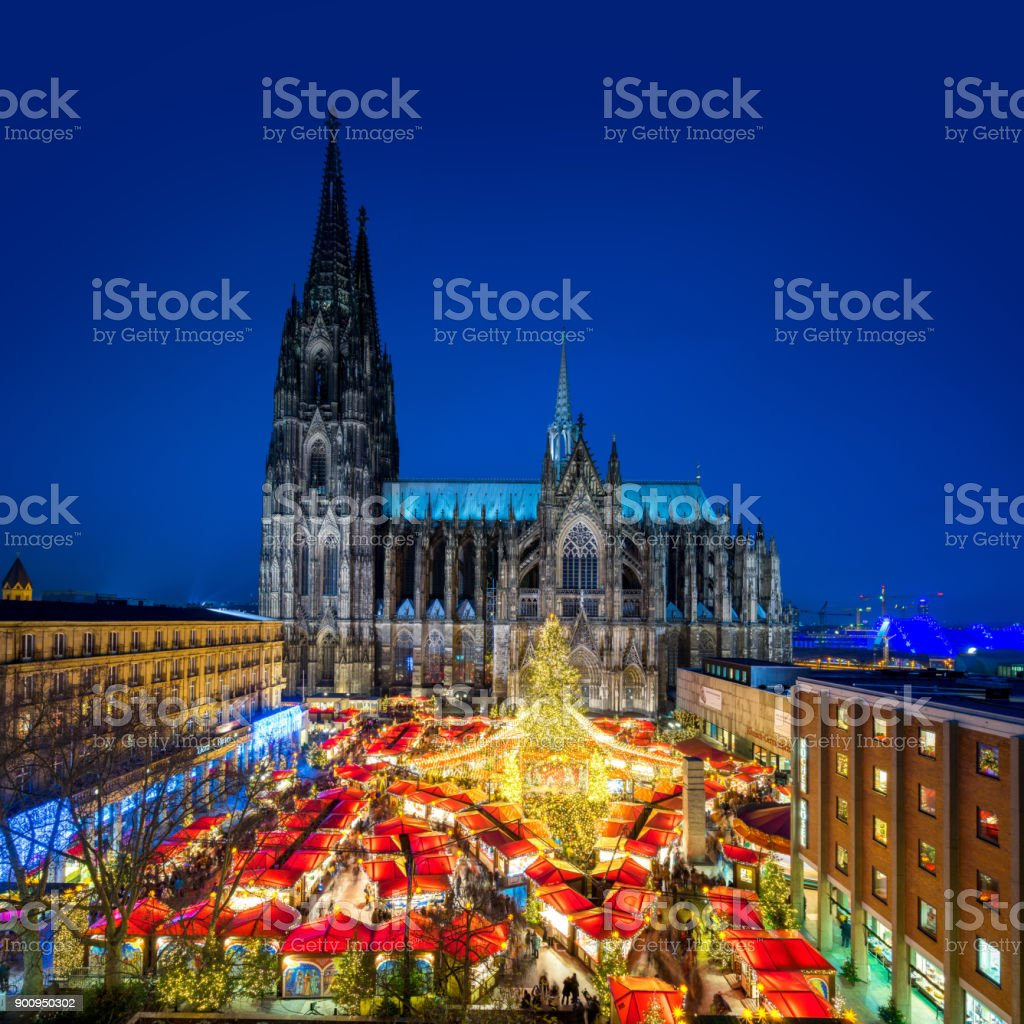 Kölner Weihnachtsmarkt mit Kathedrale (Dom) – Foto