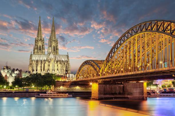 ciudad alemana catedral iglesia de la colonia - alemania fotografías e imágenes de stock