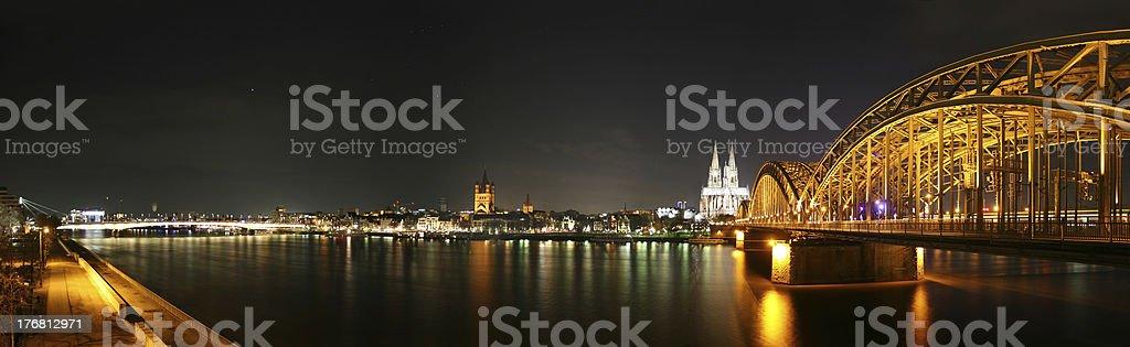 Köln Panorama bei Nacht stock photo