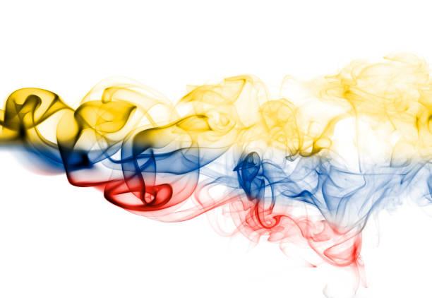 bandera de colombia humo - bandera colombiana fotografías e imágenes de stock