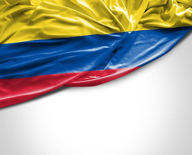 bandera colombia saludando con la mano sobre fondo blanco - bandera colombiana fotografías e imágenes de stock