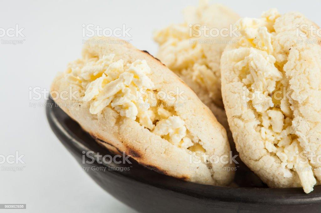 Arepa De Maiz Blanco Tradicional Colombiana Rellena De Queso Rallado Sobre Fondo Blanco Foto De Stock Y Mas Banco De Imagenes De Alimento Istock