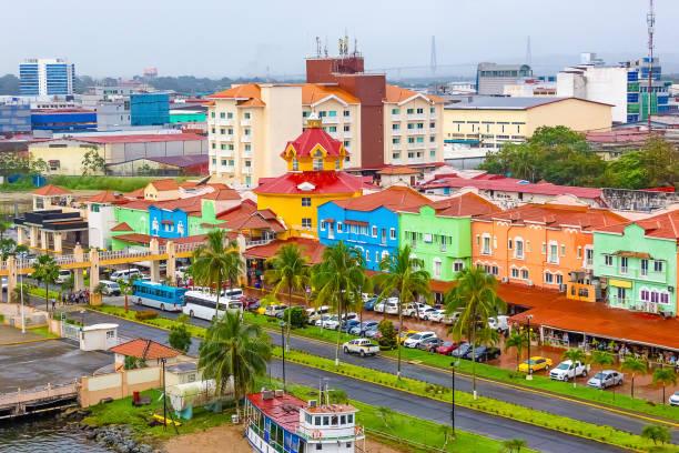 Colon ist ein Seehafen an der Karibikküste Panamas. – Foto