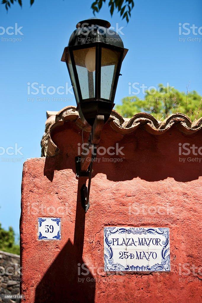 Colonia Del Sacramento, Uruguai Streetlamp na Plaza Mayor foto royalty-free