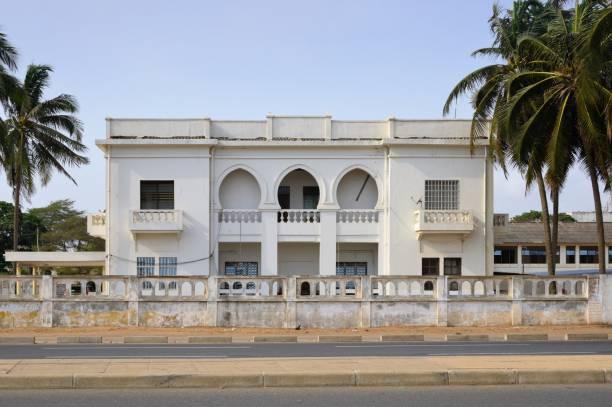 colonial building in hispano-moorish style, boulevard de la république, lomé, togo - république photos et images de collection