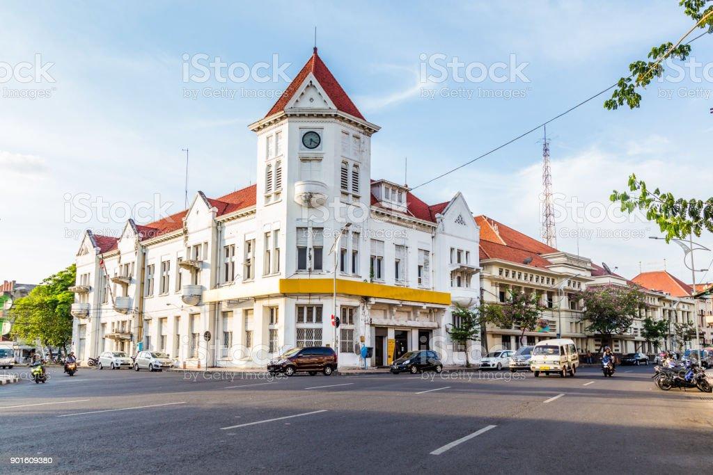Koloniaal gebouw in Surabya foto