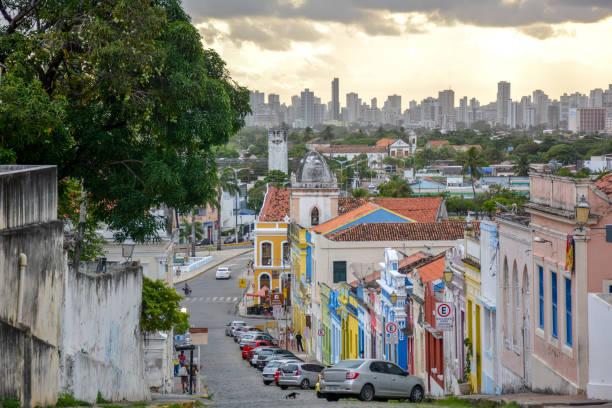 edifícios coloniais e ruas de calçada ao pôr do sol, olinda, em pernambuco, brasil - recife e olinda - fotografias e filmes do acervo