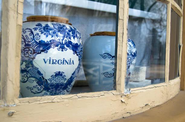 koloniale keramik - kolonial stock-fotos und bilder