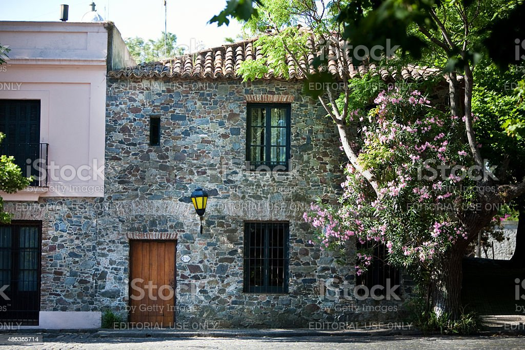 Colonial casa de pedra em Colonia Del Sacramento, Uruguai foto royalty-free