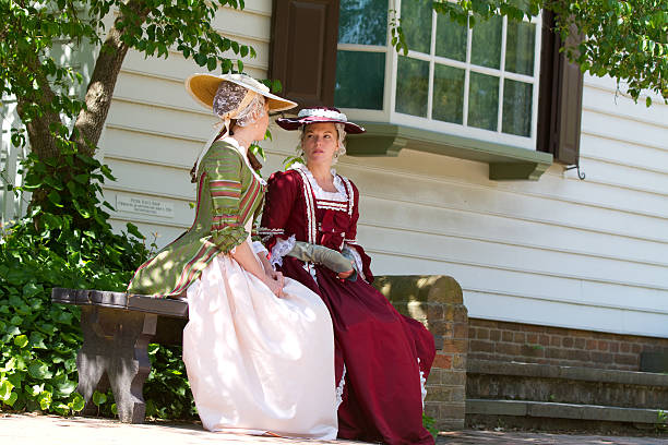 colonial frauen in williamsburg, va - kolonial stock-fotos und bilder