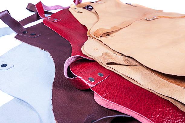 farbe schürze für schweißen - leder leggings stock-fotos und bilder