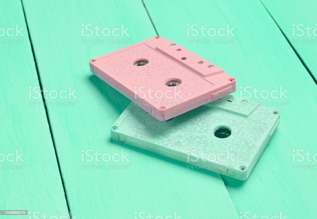 Color audio cassettes on a pastel wooden background. Retro audio technology. Trend of minimalism. – zdjęcie