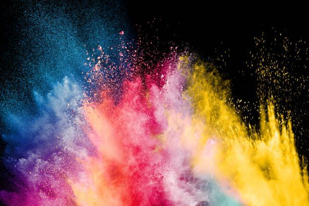 festiwal kolor holi. kolorowa eksplozja dla proszku happy holi. tło eksplozji proszku koloru. - jaskrawy kolor zdjęcia i obrazy z banku zdjęć