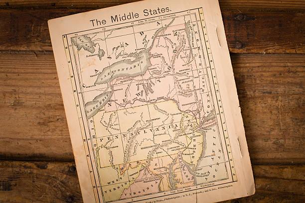 1867, farbe karte des nahen (united) staaten, auf holz hintergrund - karten de stock-fotos und bilder