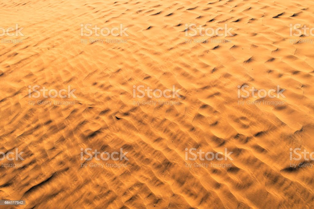 Color of sunset on the desert surface. Natural texture and background of the desert. Sand patterns foto stock royalty-free
