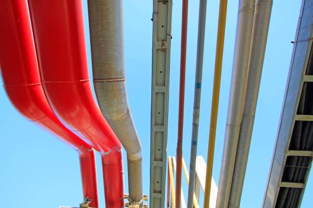 Farbölrohr in einer petrochemischen Anlage, Nahaufnahme des Fotos – Foto