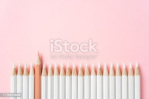 1138523356 istock photo color pencil with leadership, teamwork concept 1128543648