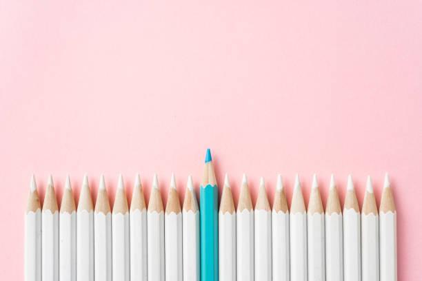 Farbstift mit Führung, Teamwork-Konzept – Foto