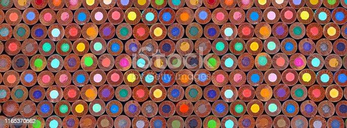 fournitures scolaires rentrée des classes plein cadre coloré alignement colonnes lignes