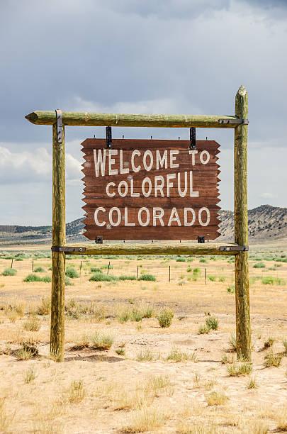 colorado welcome-schild - ortsschild stock-fotos und bilder