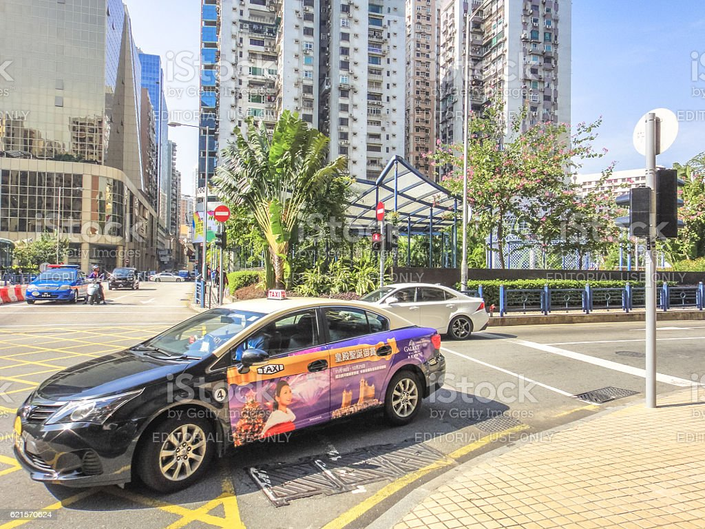Colored and painted cars at the crossroad in Macau photo libre de droits