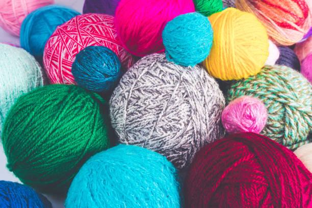 colored balls of yarn. colorful background with yarn ball - lavorare a maglia foto e immagini stock
