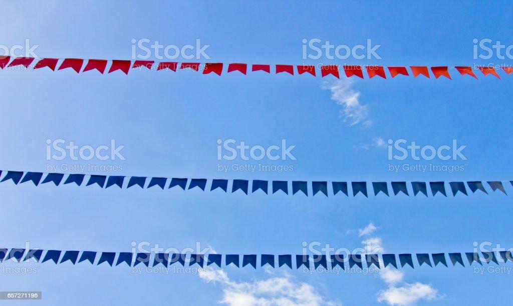 Bandeiras coloridas em um lindo céu - festa Junine (feriado brasileiro) - foto de acervo