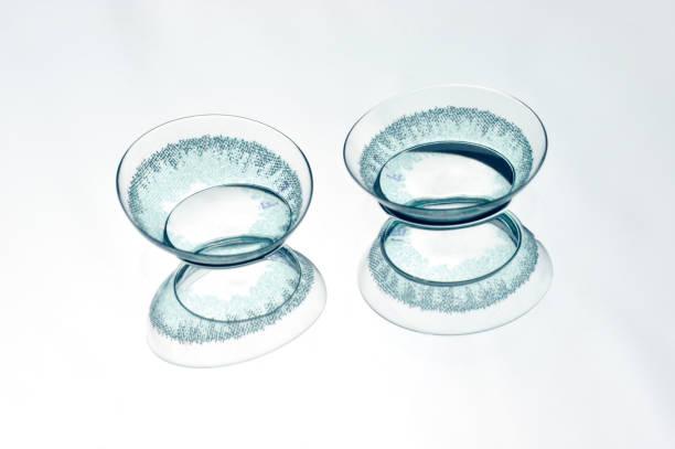 farbige kontaktlinsen - blaue kontaktlinsen stock-fotos und bilder